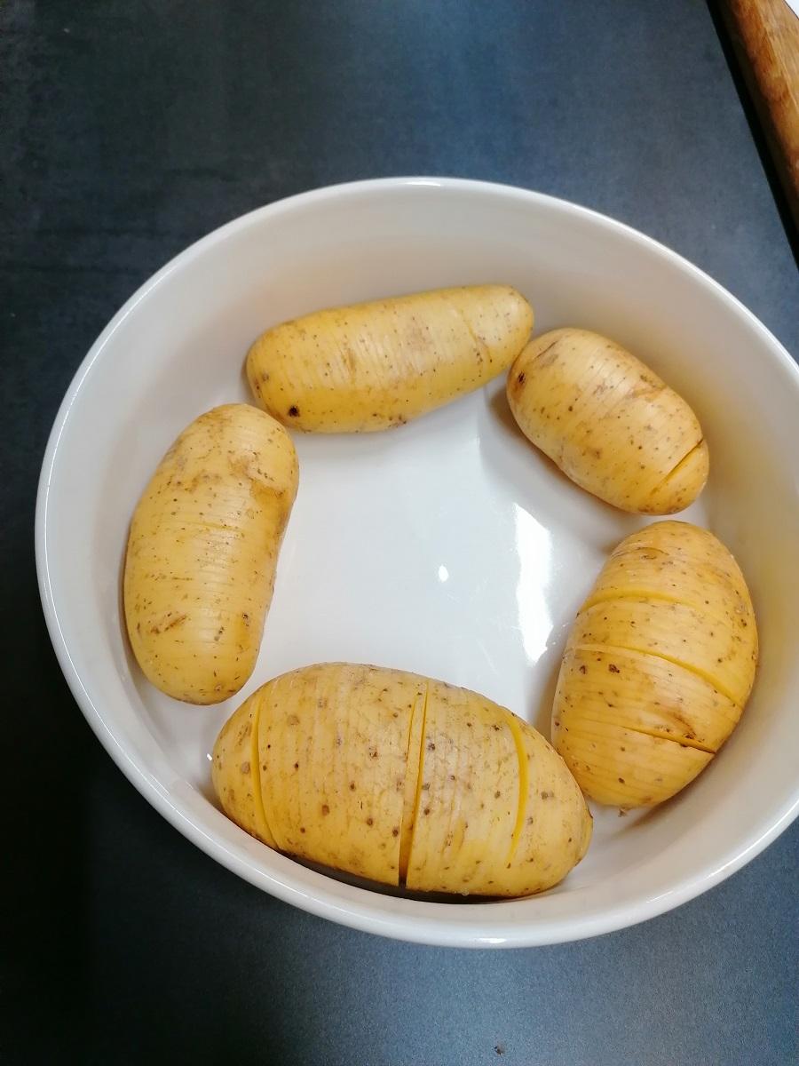 Hasselbackan perunat uuniin