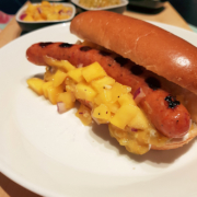 Churrasco hot dog ja mangosalsa