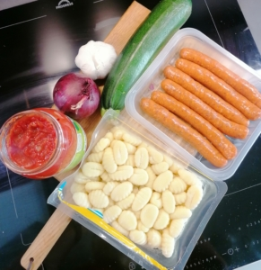 Gnocchi-raakamakkara vuoka ainekset
